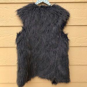 Romeo & Juliet Couture Jackets & Coats - ROMEO + JULIET COUTURE Faux Fur Sleeveless Vest M